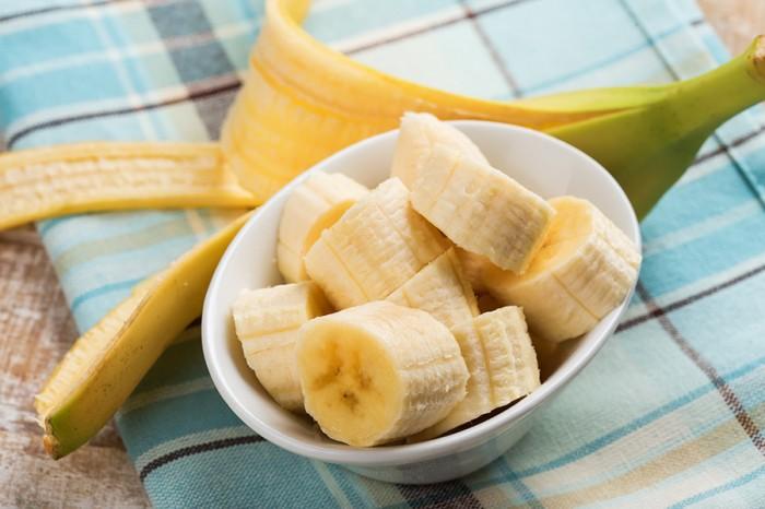 Fly orosmolnen. Känner du dig nedstämd och ängslig? Se till att äta extra bananer! Bananer innehåller magnesium, som enligt ny forskning visat sig motverka ångest och depression. Magnesium stärker också immunförsvar, skelett och tarmfunktioner. Bild: Shutterstock