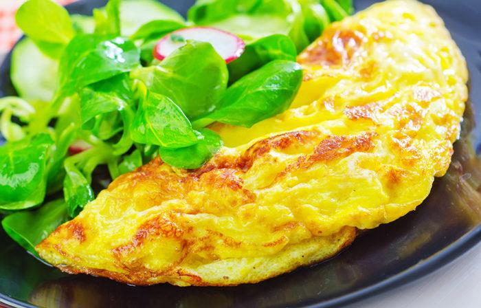 Starta positivt. Börja gärna dagen med en äggbaserad frukost. Ägg är en riktig näringsbomb, rik på protein som bygger upp kroppen inifrån. Ett ägg ger dessutom 11 procent av dagsbehovet av D-vitamin, som motverkar trötthet och depression så här i vintertid. Bild: Shutterstock