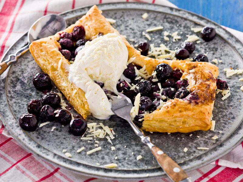 blåbärspaj med vit choklad