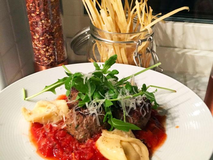 italienska köttbullar i tomatsås recept
