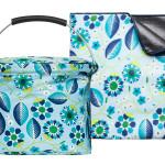 Picknicksettet består av kylkorg och en härlig pläd i mönstret Blue Oasis från Sagaform, i det somriga mönster Blue Oasis, designat av Hanna Werning.