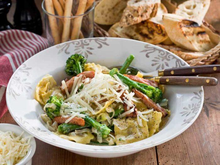 snabblagad-pasta-med-kassler-och-broccoli-recept