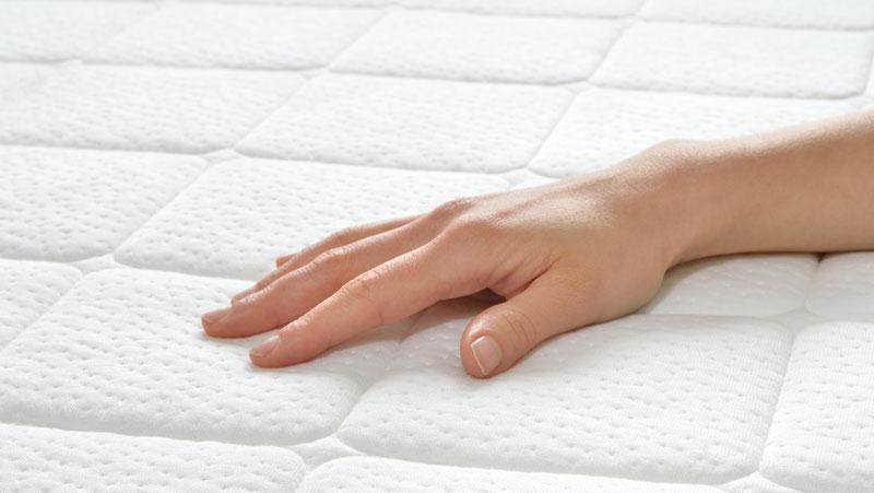 rengöra madrass fläckar