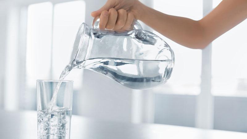 hur mycket vatten ska man dricka per dag?