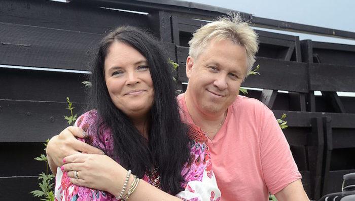 Madeleine togs om hand av Håkan när hon rasade ihop. Bild: BIRGITTA LINDVALL WIIK