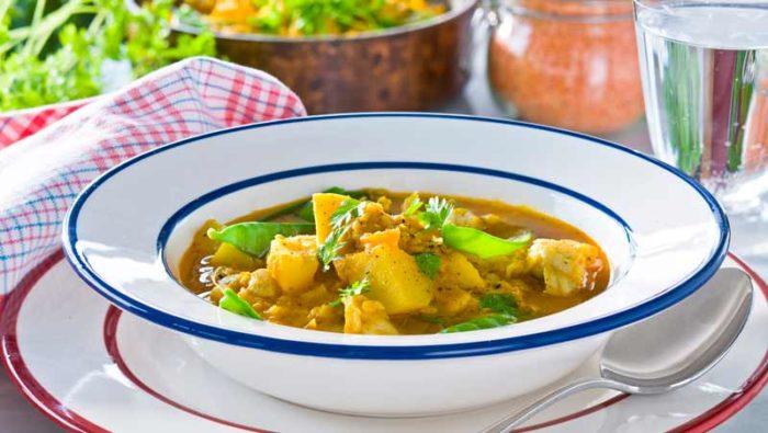 Enkel fiskgryta med potatis och curry recept