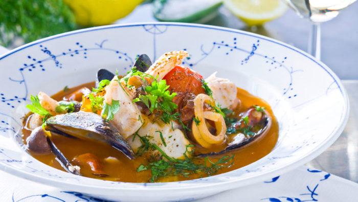 fiskgryta-med-sej-och-blamusslor-recept