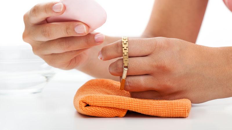 rengöra smycken hemma