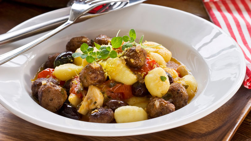 Gnocchi med tomatsås och köttbullar recept