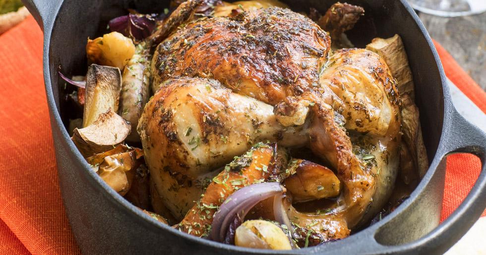 helstekt-kyckling-med-graddsas-och-pressgurka-recept