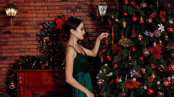 Tänk att få betalt för att förvandla ett hem till ett julparadis! Bild: IBL