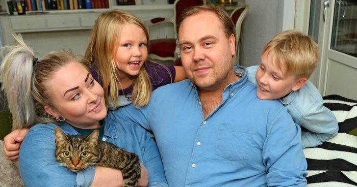Mattias Gyllensvaan med Evelina, barnen Jack och Edith samt katten Jean-Pierre.