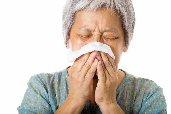 du nyser för att du fått in partiklar i näsan