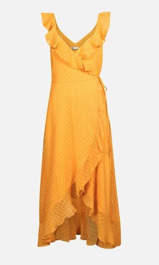 Romantisk klänning från Cubus i tunn chiffong med prickar kantas av volanger och knyts i sidan med ett tunt band. En riktig showstopper!