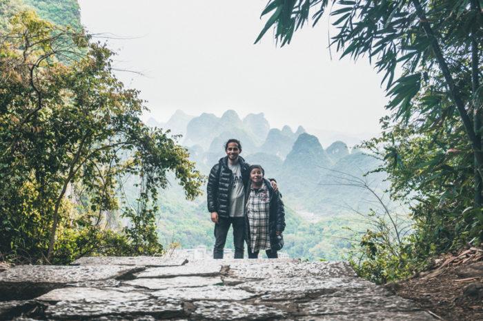 Nathanel Creson och hans mormor Edna nahari backpackar i Asien