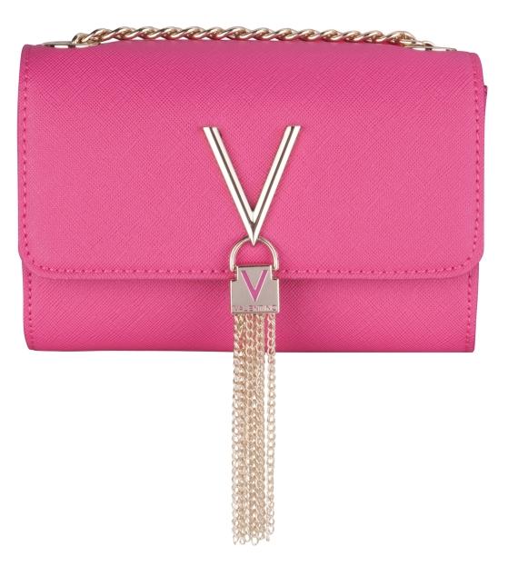 Häftigt rosa väska med gulddetaljer tar midsommarafton till en ny nivå. Ett riktigt fynd från accent.