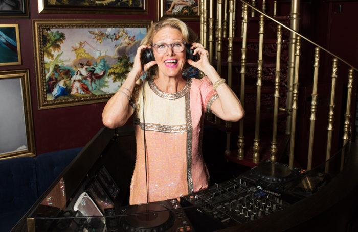 Madelein Månsson, DJ Gloria, dj:ar nästan varje helg på olika disco och ställen över hela landet.