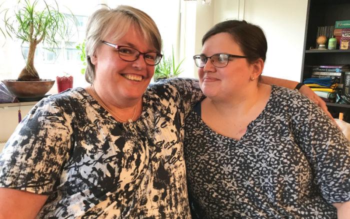 Erika Drewke lever med MS och stöttas av mamma Åsa Drewke