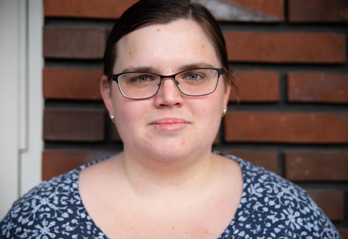 Erika Drewke bor själv i en lägenhet i Lund och lever med MS.