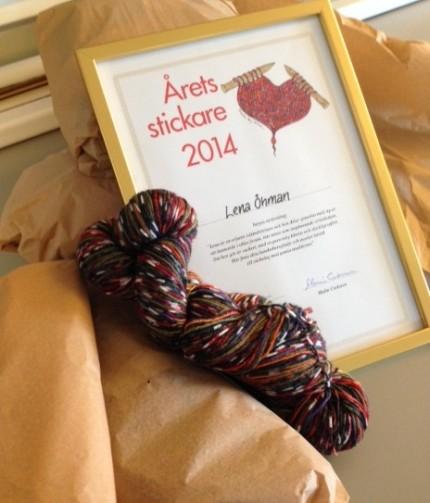 Diplom, olika garner, sybehör, stickbok och en mysig handkräm - allt packat och klart för avfärd till Årets stickare i Östersund.
