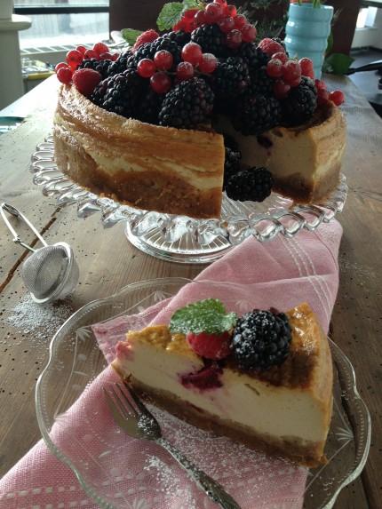 Lakritscheesecake med björnbär.