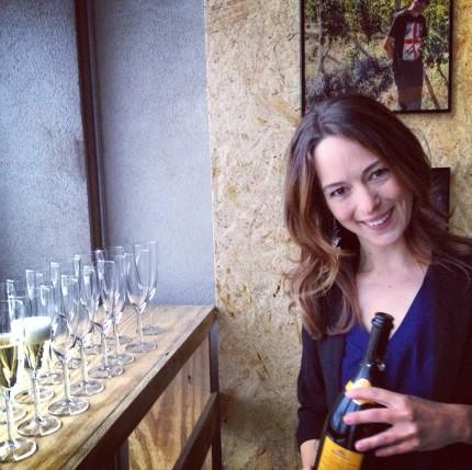 Värdinnan Anna Berghe välkomnade med ett glas bubbel!