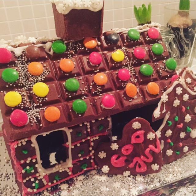 Vill du flytta in? Adventsmys med tjejmiddag och chokladhusbygge.