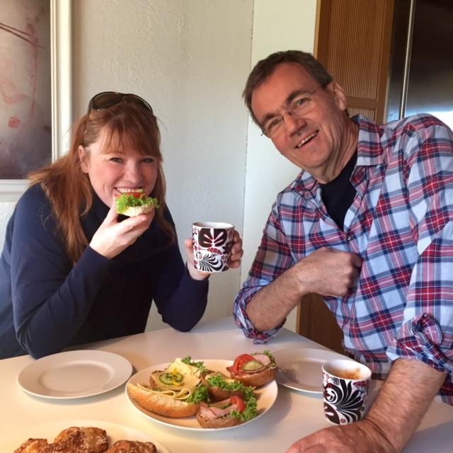 Vi skulle vara hos Jan-Erik denna dag och han välkomnade oss med en fika!