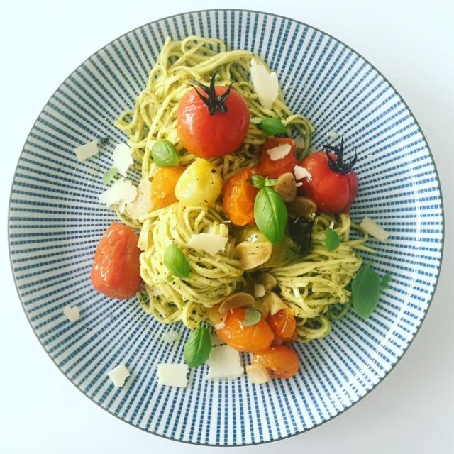 pasta med tomat och pesto