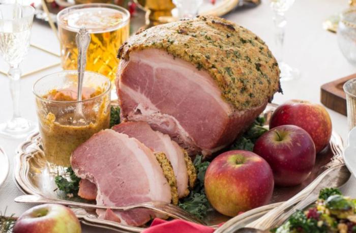 Griljerad skinka hör julbordet till för många. Köp gärna svenskt kött.