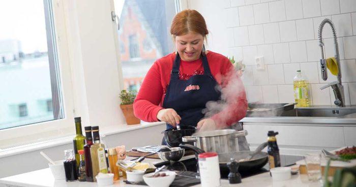 Så här såg det ut när jag slängde ihop soppan i Allers provkök. De syns inte i bild men både tv-kocken Maud Onnermark som är chefredaktör på Matmagasinet och Fredrik Nylén var på plats!