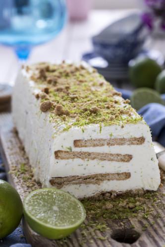 fryst key lime tårta på endast 4 ingredienser. Enkelt och snabblagat recept!