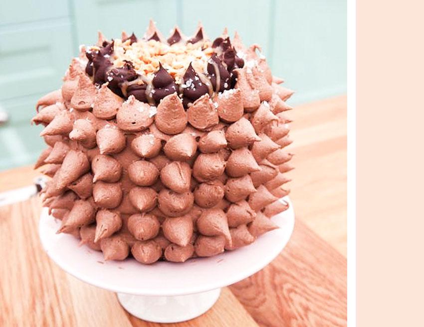 snickerstarta Snickerstårta med jordnotter och nutellafrosting