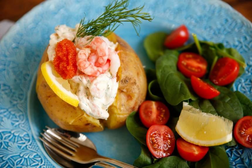bakad potatis räkröra recept