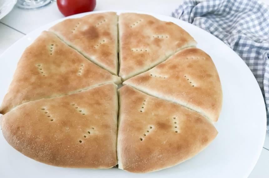 bröd av pizzadeg