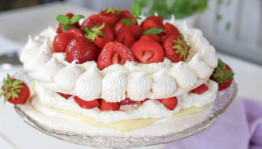recept marängtårta jordgubbar