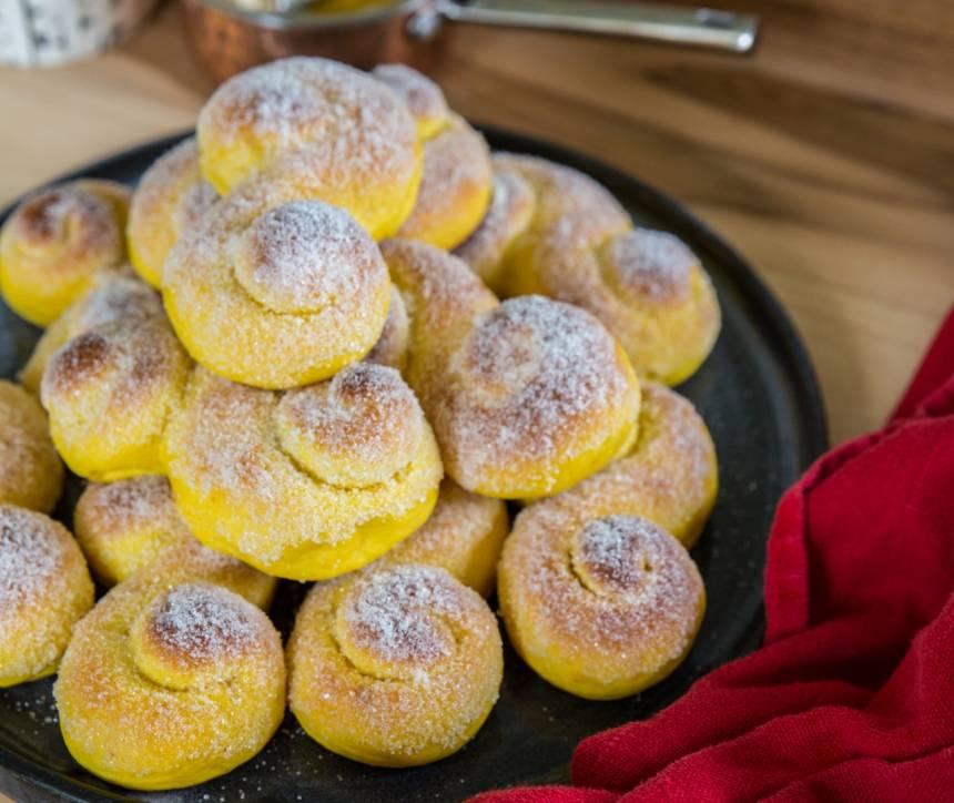 Bästa lussekatterna som är riktigt saftiga och mycket smak av saffran!