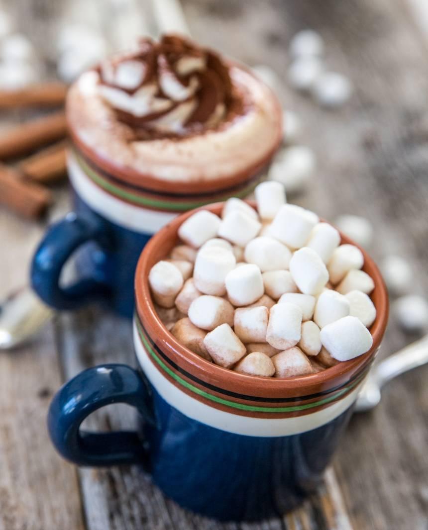 Läcker varm choklad med vispgrädde!