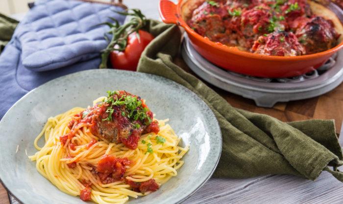 recept på Pasta med köttbullar i tomatsås