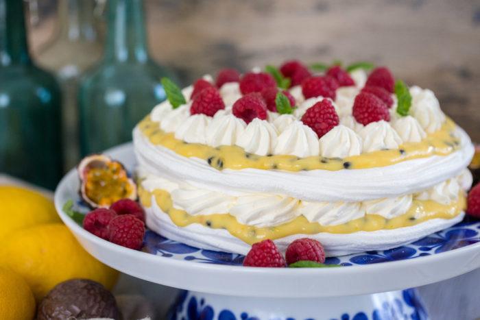 Recept på marängtårta med passionsfruktscurd