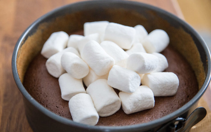Läcker kladdkaka med marshmallows