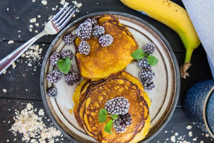 nyttiga pannkakor med banan och havre