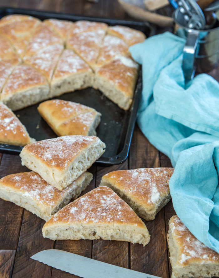 enkelt bröd i långpanna.